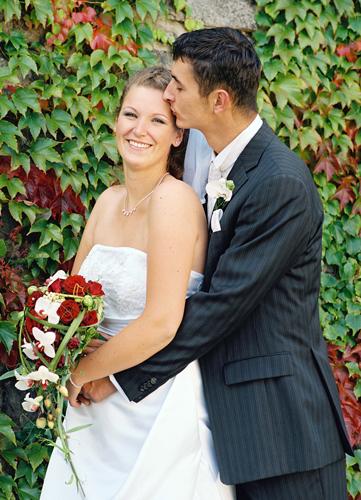 Hochzeitspaar mit Brautstrauß